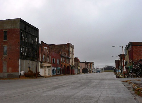 Cairo il commercial avenue cairo had 14 407 people in for Abandoned neighborhoods in america