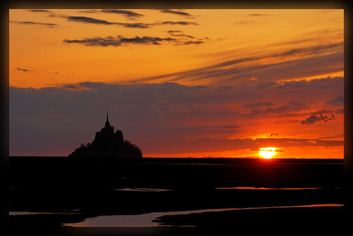 coucher de soleil sur la baie du mont st michel watch more flickr. Black Bedroom Furniture Sets. Home Design Ideas