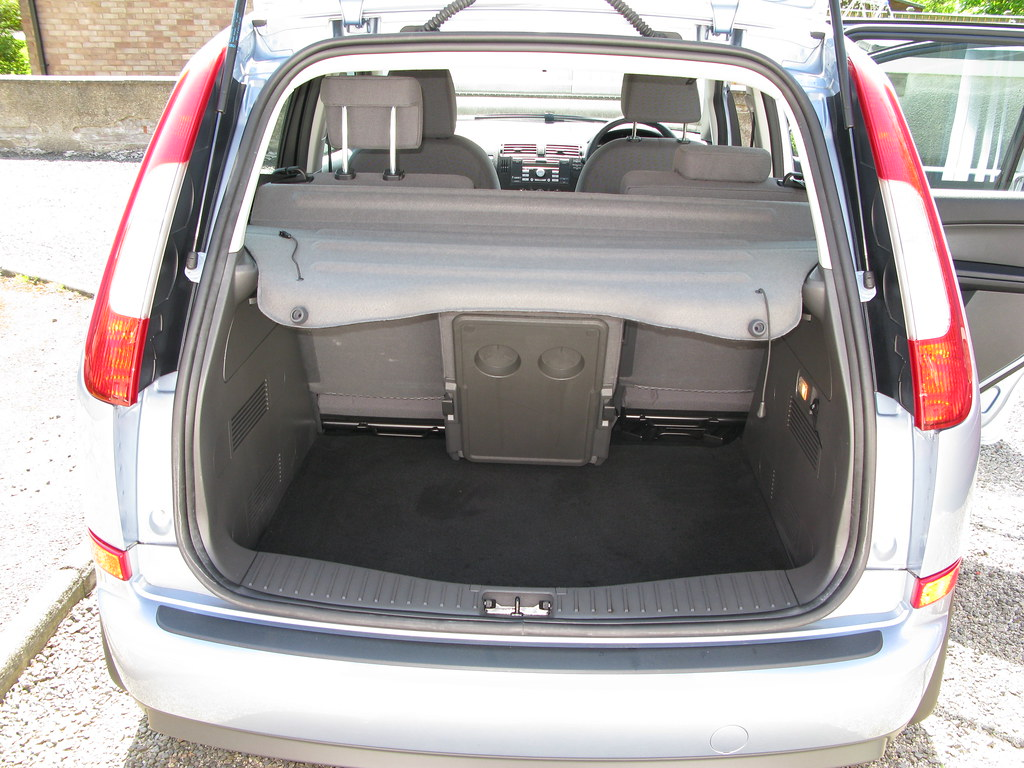 ford focus c max 1 8 tdci zetec rear with boot open flickr. Black Bedroom Furniture Sets. Home Design Ideas