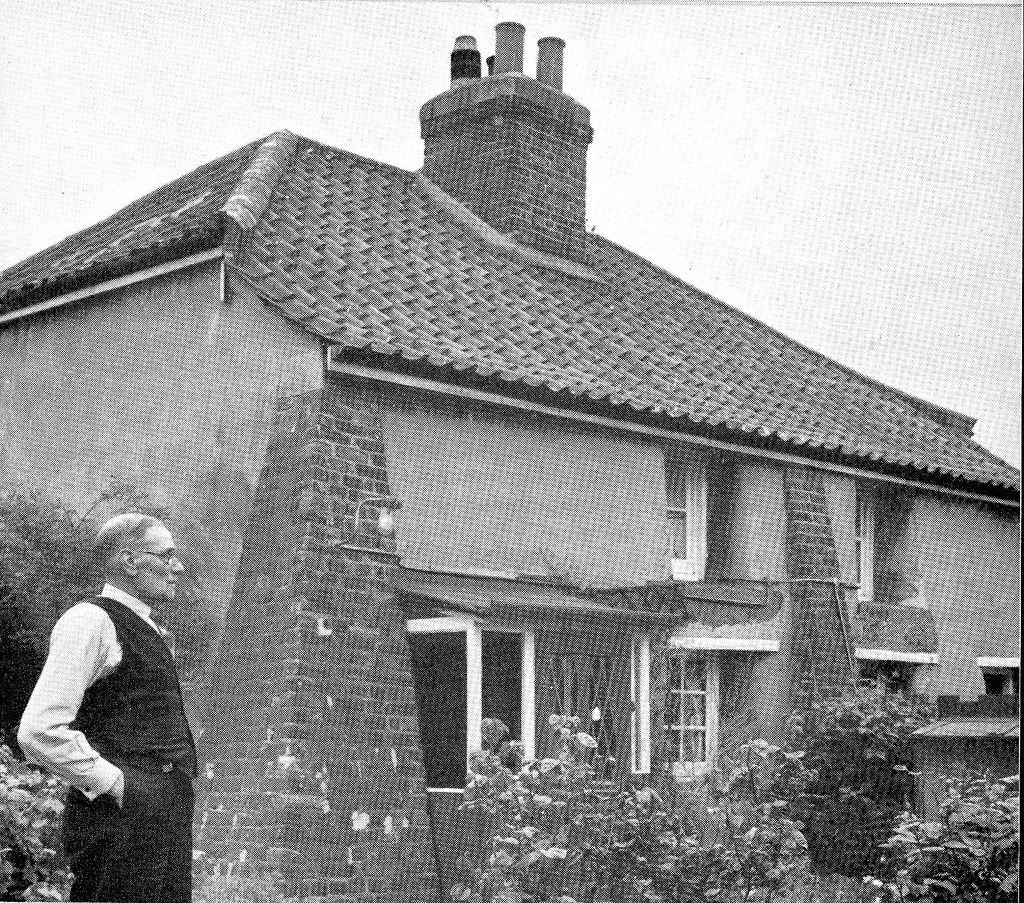 Pictures Of English Cottages From The 1920 S With Attached: Clay Cottages - Dagenham ~1960