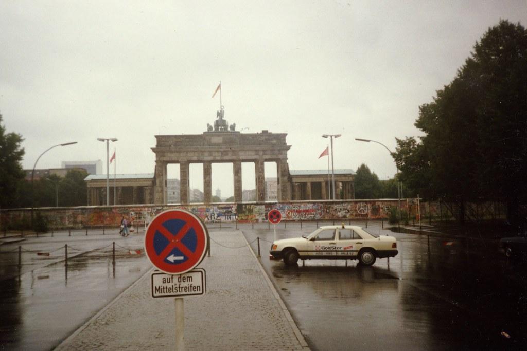 brandenburg gate 1989 - photo #24
