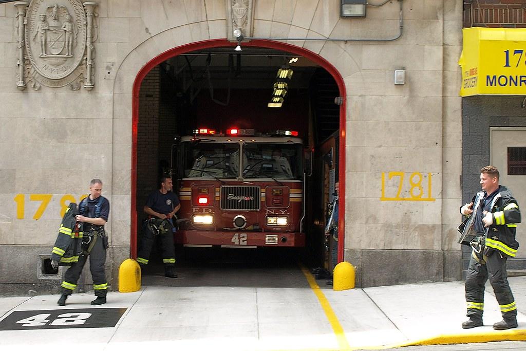 E042 Fdny Firehouse Engine 42 Mount Hope Bronx New York