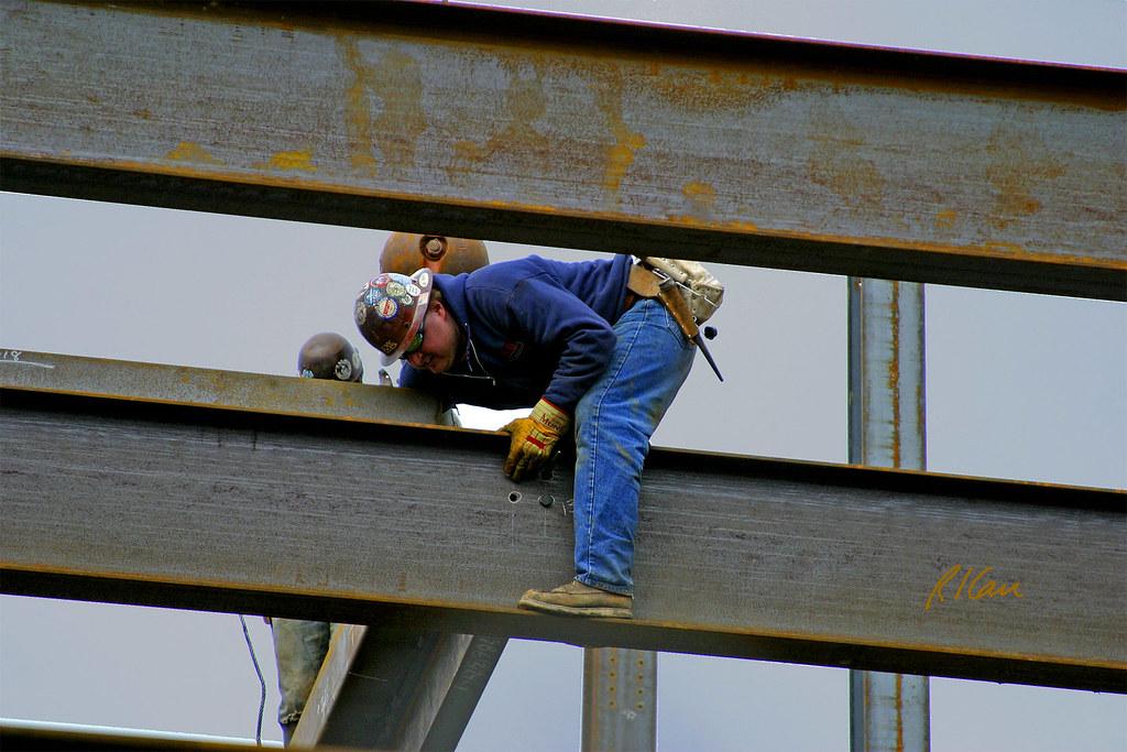 Steel Erection Ironworkers Bolt Wide Flange Beam In