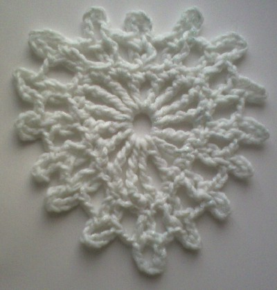 Virkat snöflingehjärta! | by TM - the crocheteer!