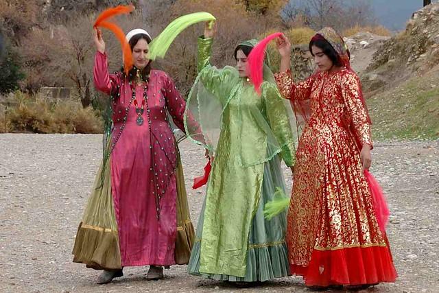 Картинки по запросу Qashqai costumes