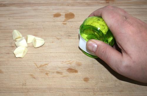 17 - Knoblauch zerkleinern / Mince garlic