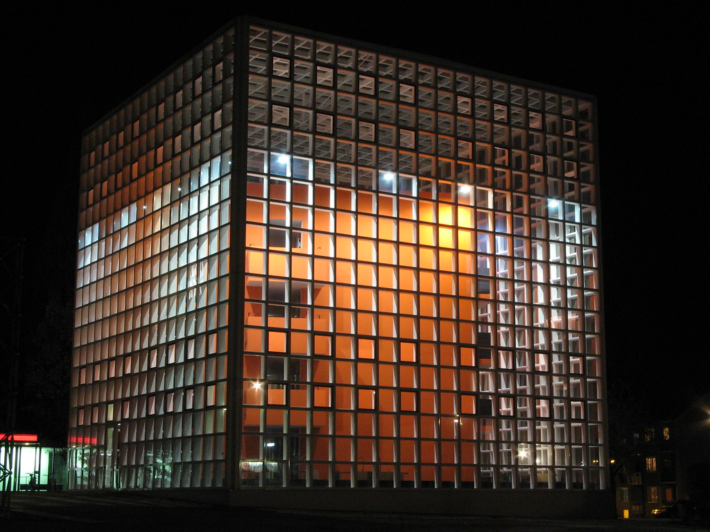 Hbk library or the cube revisited library of the for Mobel in braunschweig