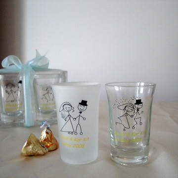 Personalized favors are memorable keepsakes for your guests and will guarantee that your event will not be forgotten! Whether you