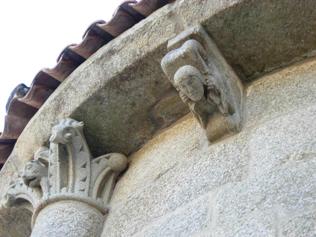 Colegiata de Santa María la Real de Sar  Capitel y ...