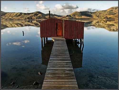 The Red Boatshed, Hooper's Inlet | by Ian@NZFlickr