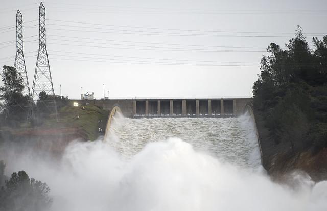 Daños en represa de California por lluvias