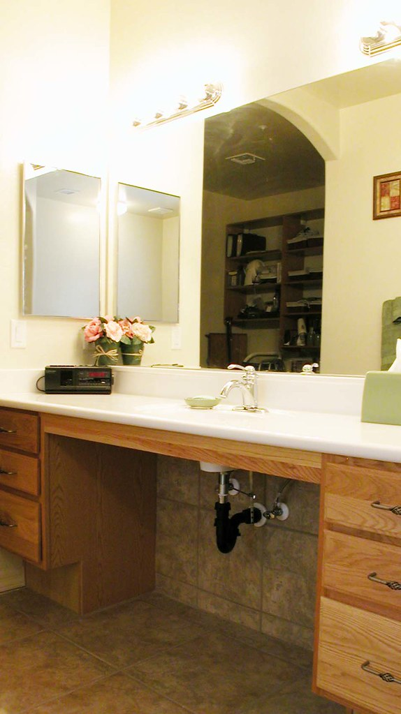 Vanity Make Up Area Open Area For Wheelchair Allows Easy A Flickr