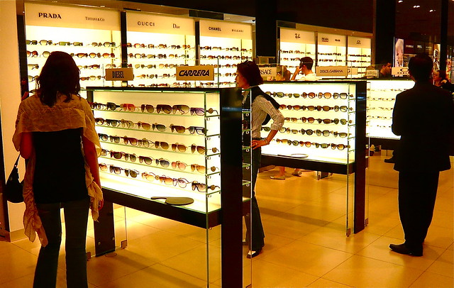 UV Measurement of Sunglasses Retail