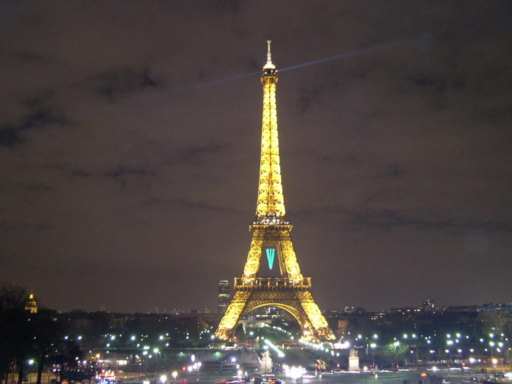 #B29519 Tour Eiffel Noël 2006 54 Eclairage Tour Eiffel © SNTE  6073 decoration de noel tour eiffel 1024x768 px @ aertt.com