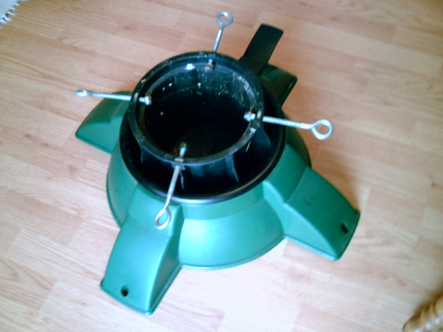 ... NICE Pivot Point Christmas Tree Stand, like new$15   by enjoy_violin - NICE Pivot Point Christmas Tree Stand, Like New$15 Flickr
