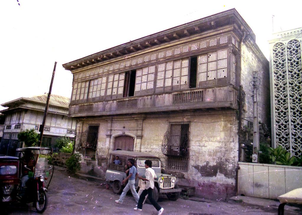 Yaptinchay bahay na bato the guido yaptinchay bahay na for Terrace ng bahay