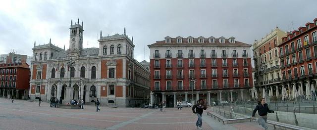 Ayuntamiento y edificio del banco de santander vista for Oficina banco santander valladolid