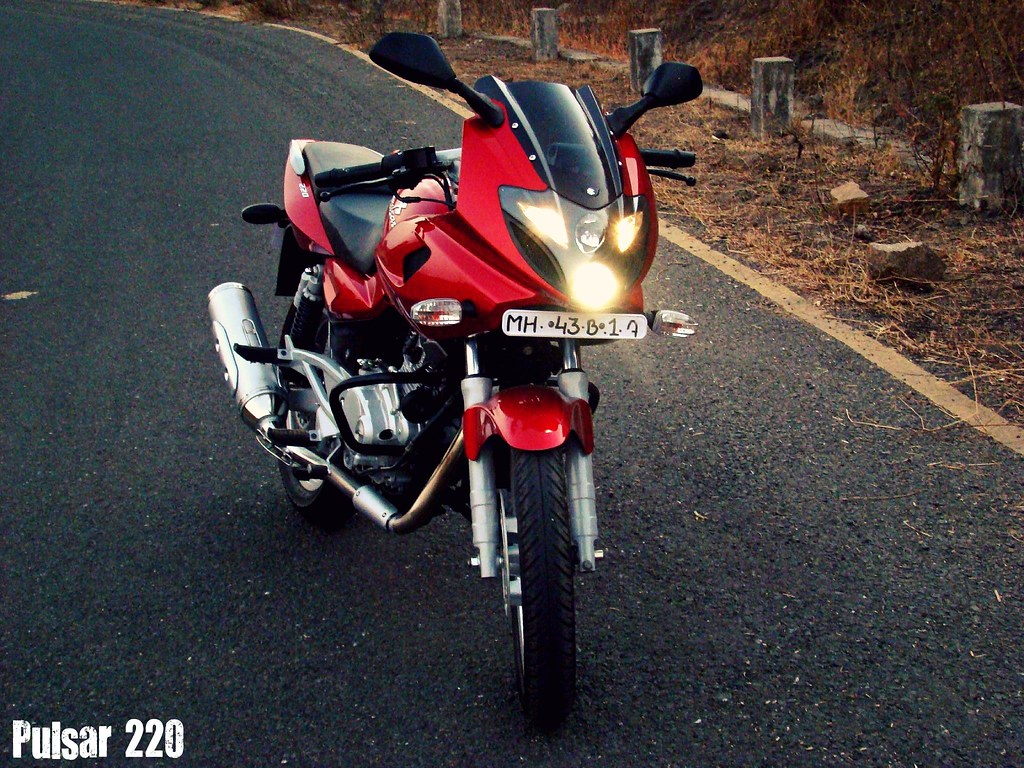 Pulsar 220 The Bajaj Pulsar 220 Dts Fi Is The Latest Addit Flickr
