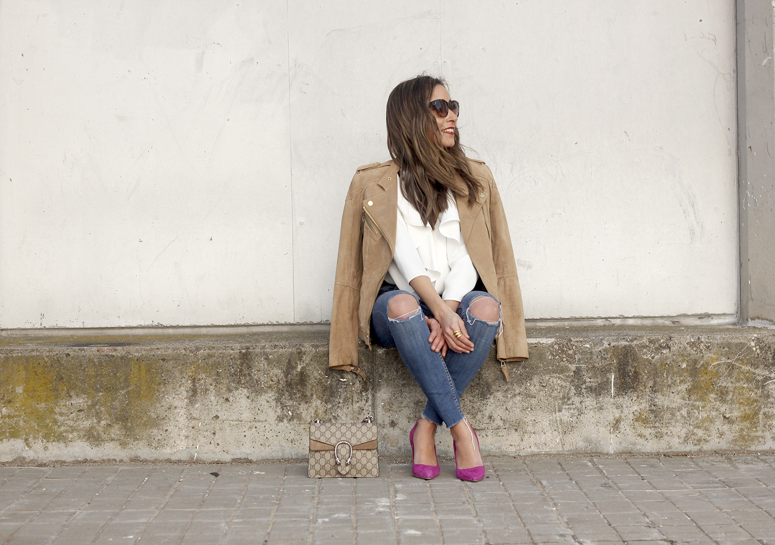 suede jacket ripped jeans Ruffled blouse carolina herrea heels gucci bag Madrid fashion week outfit15