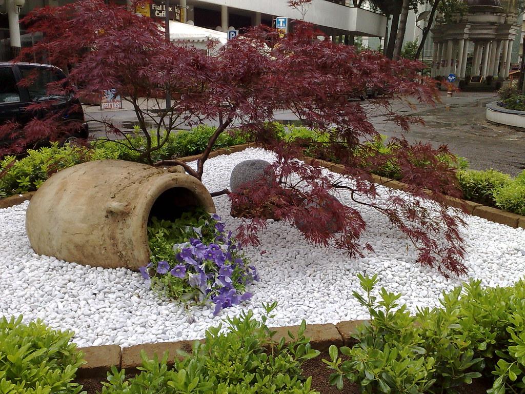 Aiuole con pietre te64 regardsdefemmes for Sassi bianchi da giardino prezzo