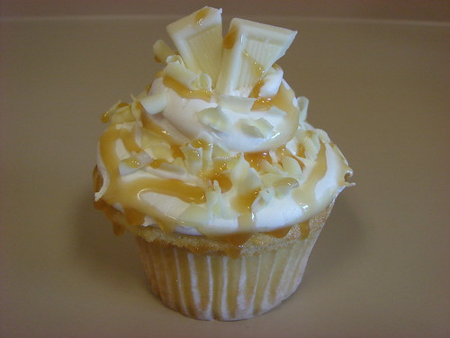 White chocolate caramel cupcake | by Rachel from Cupcakes Take the ...