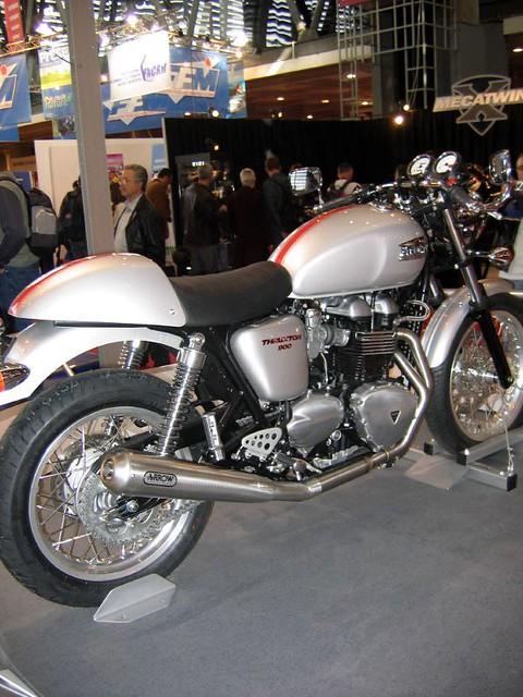 triumph thruxton 900 right view the triumph thruxton is flickr