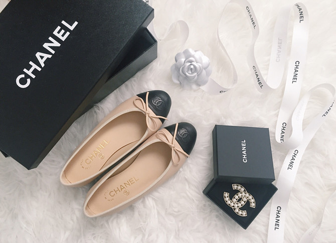 chanel cap toe classic ballet flats pearl cc brooch