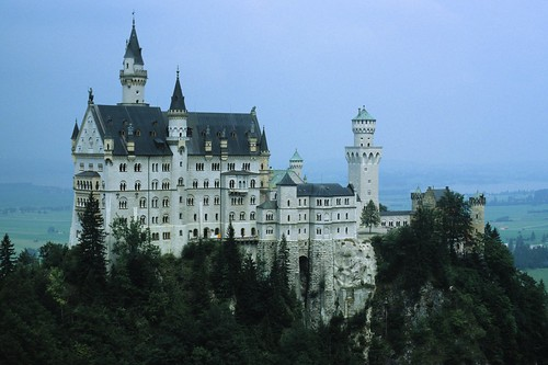 how to get to neuschwanstein castle by car