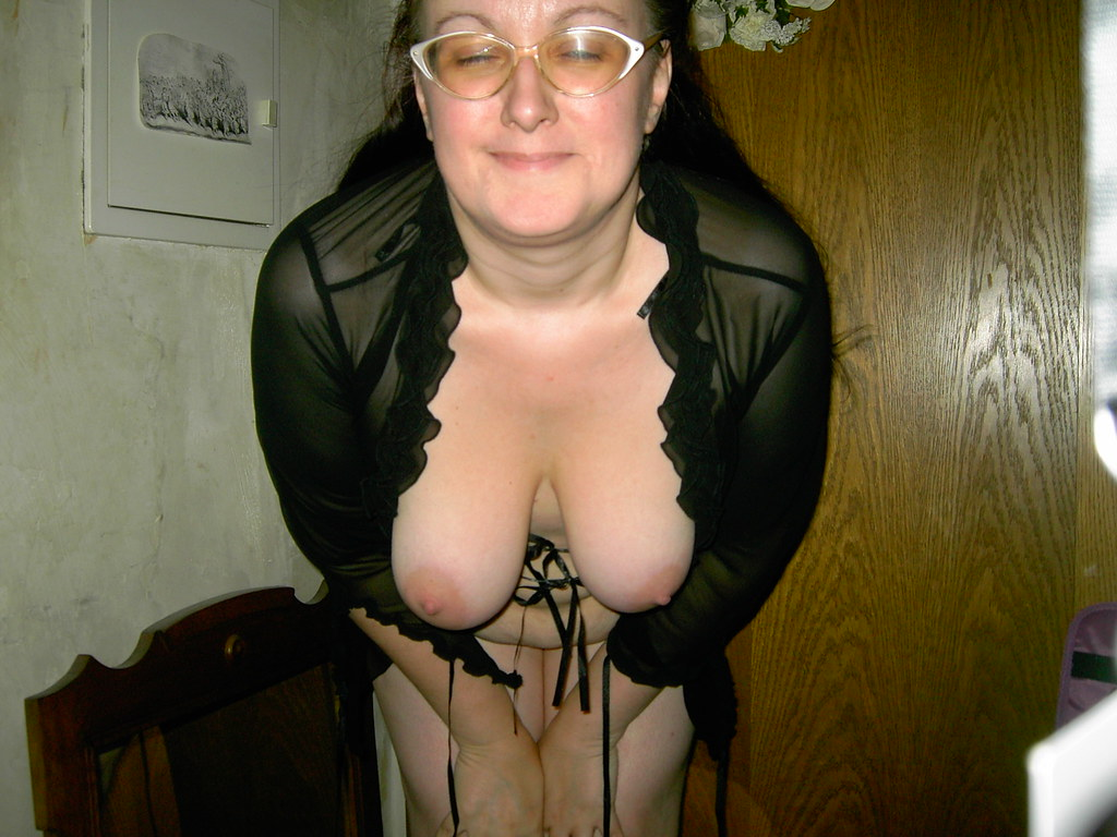 Titten hängen aus der bluse