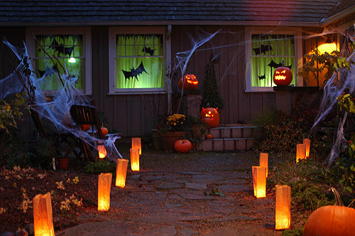 halloween decorations 2007 - outside, night | Pam | Flickr