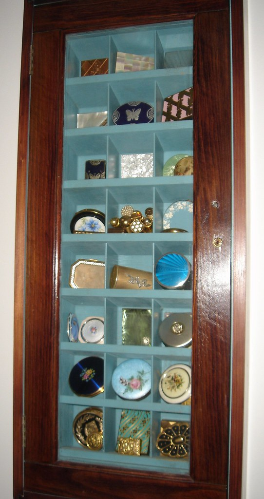 Vintage compacts in hotel key cabinet vintage compacts and flickr - Vintage hotel key rack ...