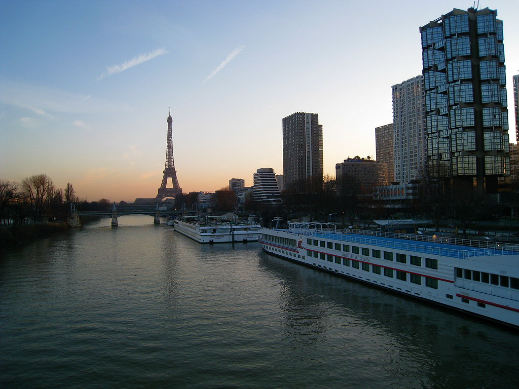 eiffel tower and quai de grenelle at dawn tristan nitot flickr. Black Bedroom Furniture Sets. Home Design Ideas
