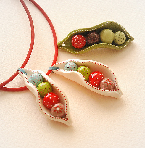 """Petits pois"" hand-painted pendant 