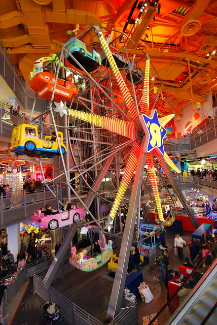 Toys R Us Times Square : Time square toys r us four stories tall inside