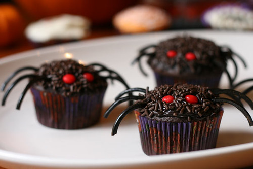 Spooky Spider Cupcakes | Let these cupcakes crawl right into ...
