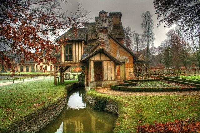 Petite maison jardin de marie antoinette au chateau de for Au jardin guest house riebeeckstad