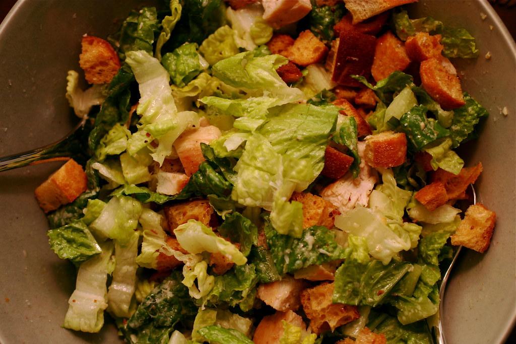Салат цезарь с сухариками и курицей рецепт с фото пошагово