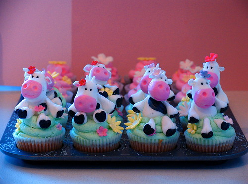 Cow Cupcakes (almost finished) | by kylie lambert (Le Cupcake)