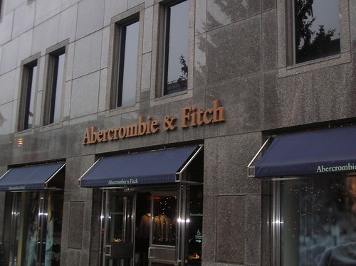 Abercrombie fitch store new york south street seaport for Store fenetre new york