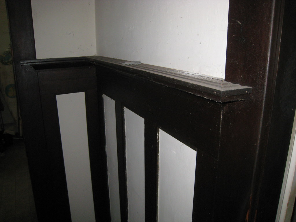 1918 craftsman bungalow plate rail and wainscoting in di for Craftsman picture rail