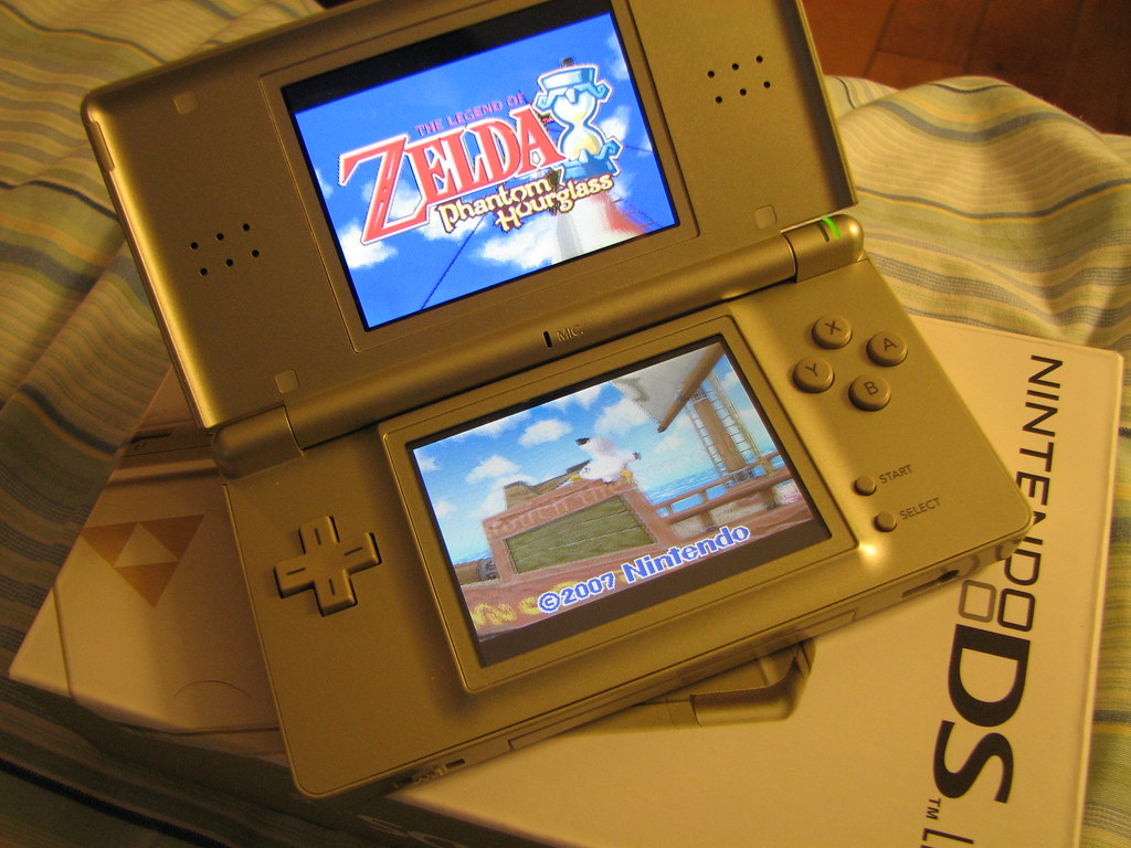 nintendo ds lite zelda edition question zelda. Black Bedroom Furniture Sets. Home Design Ideas