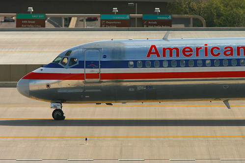 American Airlines McDonnell-Douglas MD80 - N581AA | by zonaphoto