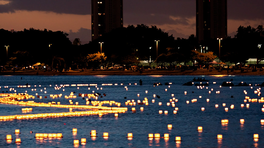 lantern floating hawaiian style memorial day 4 the shinn flickr