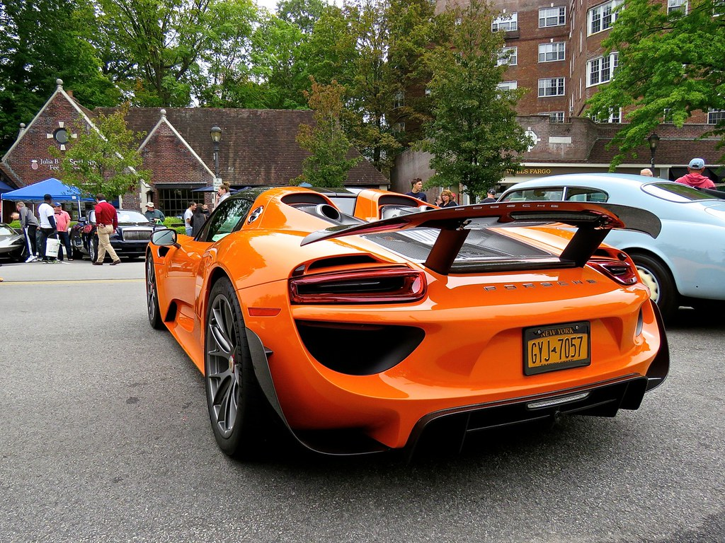 Porsche 918 Weissach Orange 2