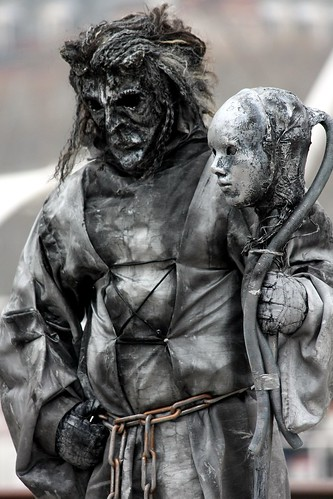 Scary statue some living statues on london 39 s south bank - How much to move a 4 bedroom house ...