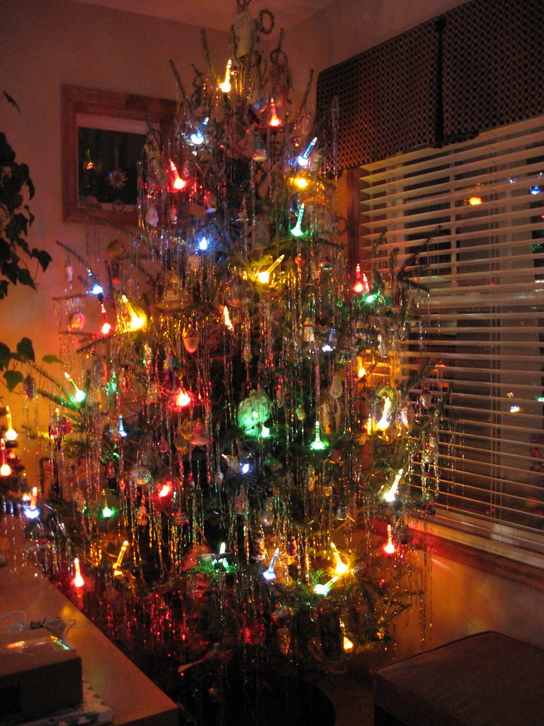 anthonylibrarian 50s christmas tree with bubble lights by anthonylibrarian