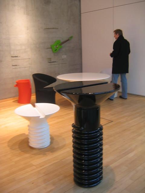 Screw table, de Eero Aarnio