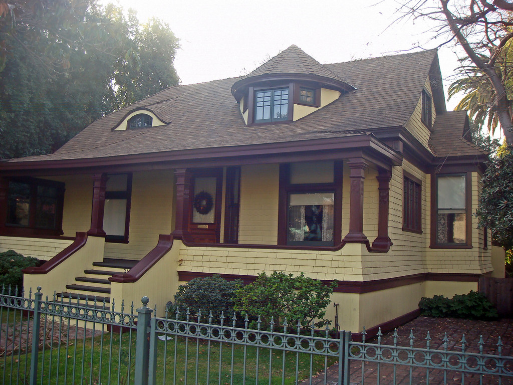 21a 2125 bonsallo ave shingle style victorian cottage for Shingle style cottage