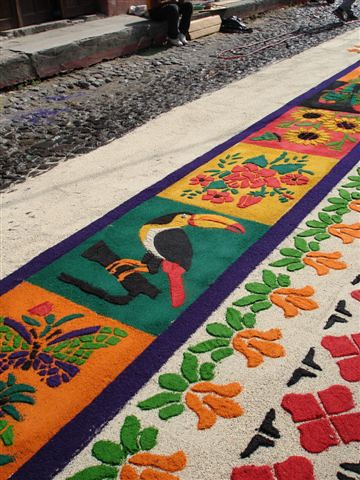 Alfombras in the streets of antigua guatemala alfombra for Antigua alfombras