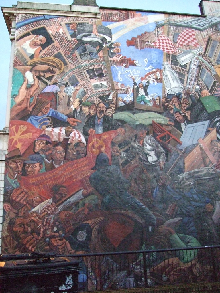 Cable street mural depicting the battle of cable street for Siege mural rabattable